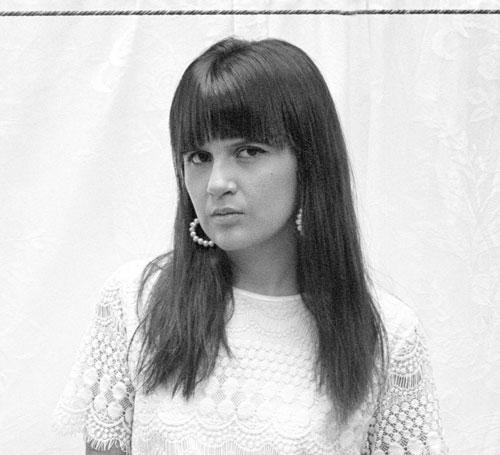 """Kelly Ledezma es fotógrafa cochabambina, con estudios en cinematografía y fotografía. Forma parte del proyecto 24 horas. Ganó el primer lugar en Fotografía en el """"Premio Plurinacional Eduardo Abaroa"""" (2018)."""
