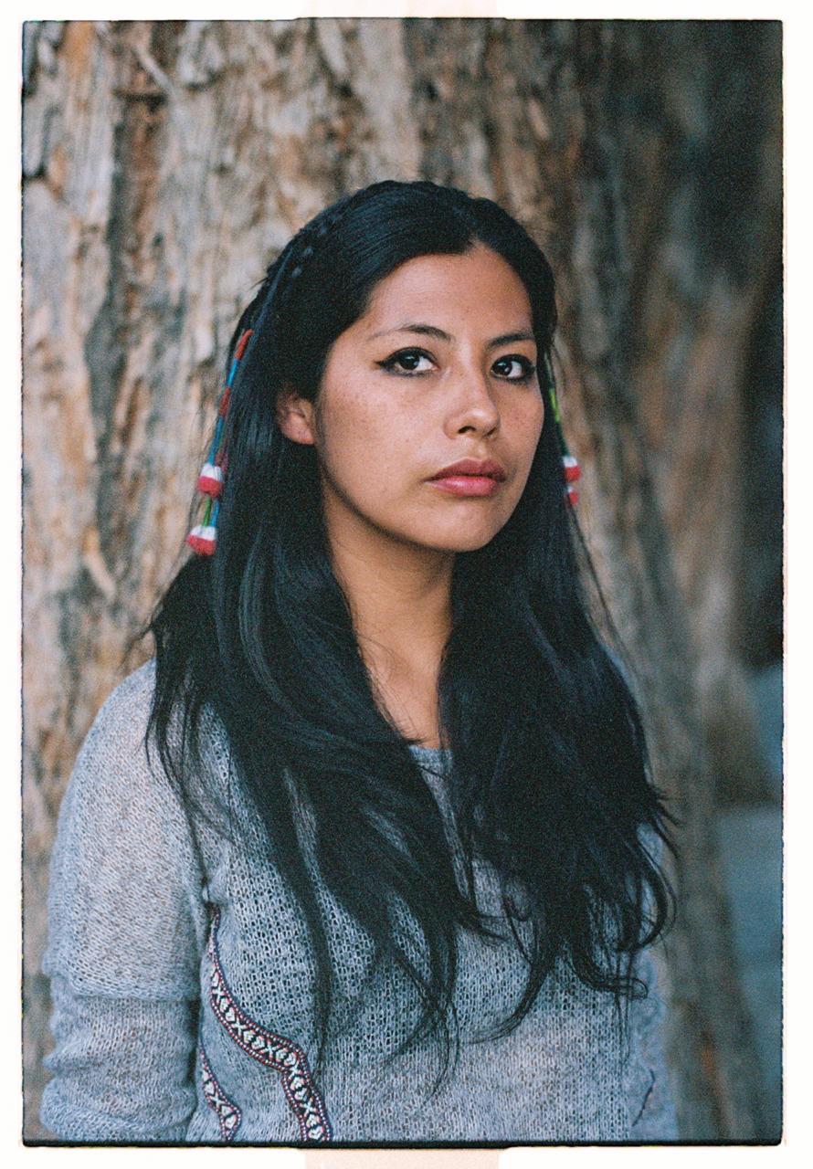 Sara Aliaga Ticona es fotógrafa y narradora visual, basada en La Paz, Bolivia. Es exploradora en National Geographic y ganadora del fondo de nuevas narrativas de investigación sobre drogas de Fundación Gabo y Open Society Foundation.