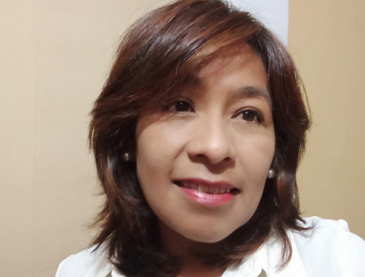 """Aleja Cuevas trabajó como redactora en tres medios impresos: La Prensa, Página Siete y La Razón. Fue ganadora de segundo lugar del Premio de Reportaje sobre Biodiversidad 2011, de Conservación Internacional con el reportaje """"La Laguna Colorada agoniza"""", publicado en La Prensa."""